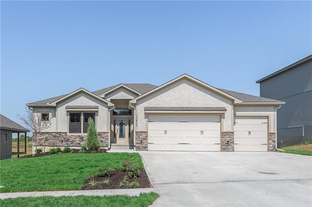 1833 SW Blackstone Place, Lee's Summit, MO 64152 (#2144573) :: No Borders Real Estate