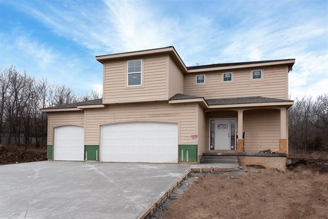4748 Lakecrest Drive, Shawnee, KS 66218 (#2144599) :: The Shannon Lyon Group - ReeceNichols