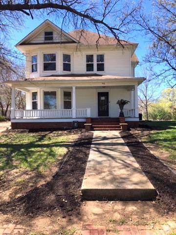 204 S Bury Street, Tonganoxie, KS 66086 (#2144665) :: No Borders Real Estate