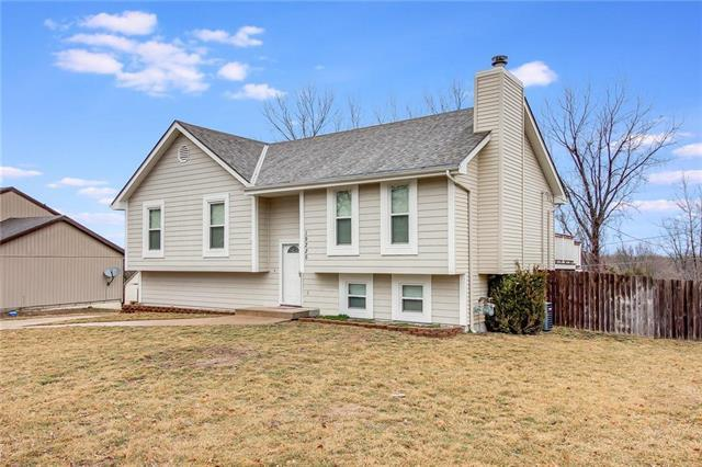 19226 E Ponca Drive, Independence, MO 64056 (#2144873) :: Edie Waters Network