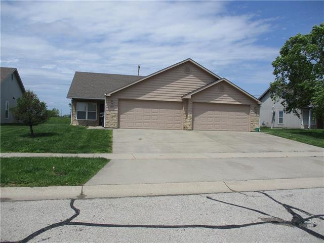 1115 E Augusta Lane, Ottawa, KS 66067 (#2145035) :: Eric Craig Real Estate Team