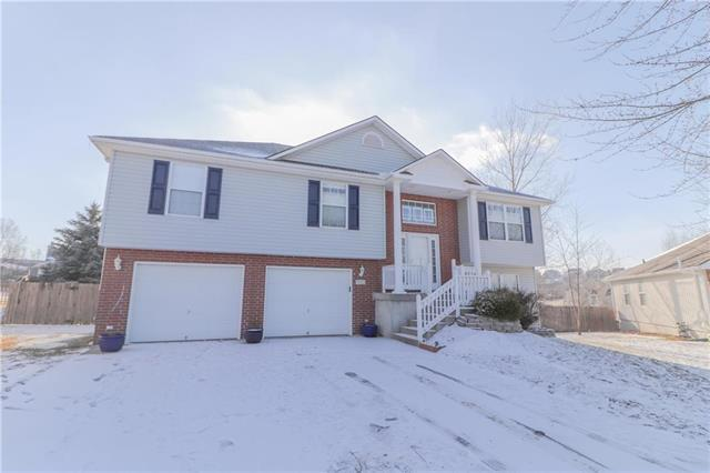 712 SW Crestview Terrace, Grain Valley, MO 64029 (#2145135) :: Edie Waters Network