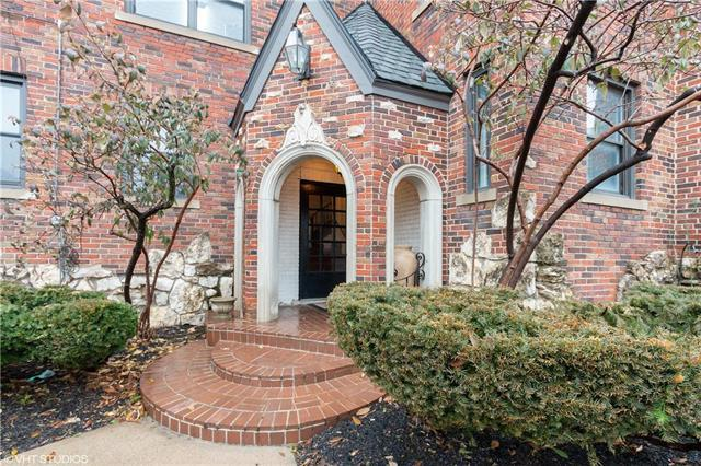 700 W 48th Street #103, Kansas City, MO 64112 (#2145542) :: House of Couse Group
