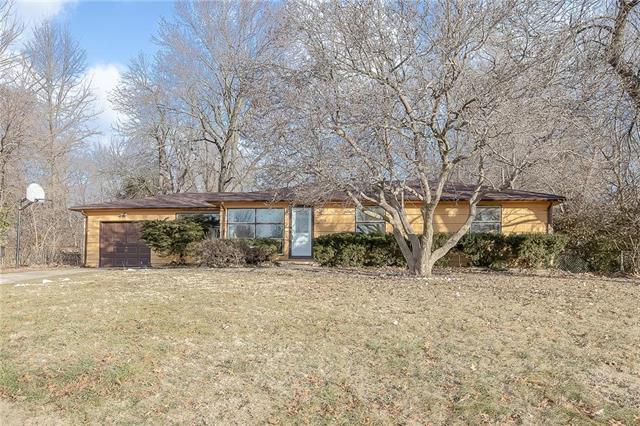 7810 E 99th Terrace, Kansas City, MO 64134 (#2145563) :: The Gunselman Team