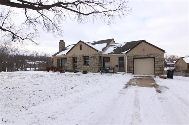 12900 Johnson Drive, Shawnee, KS 66216 (#2145609) :: Edie Waters Network