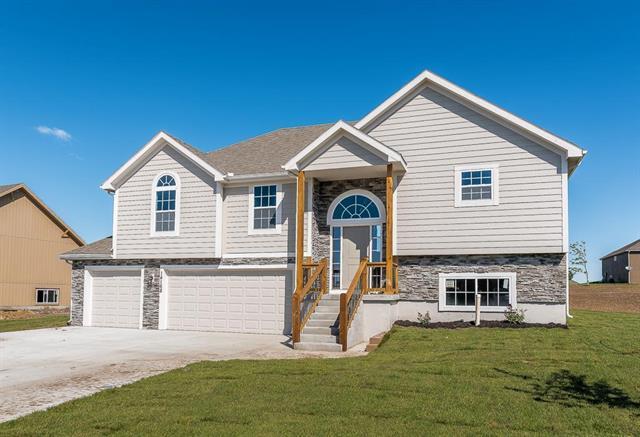 824 N Hickory Drive, Tonganoxie, KS 66086 (#2146050) :: No Borders Real Estate