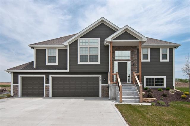 2709 E Cedar Place, Tonganoxie, KS 66086 (#2146054) :: No Borders Real Estate