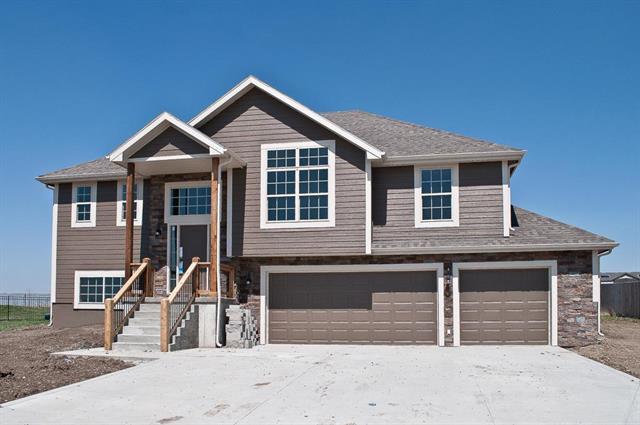 2703 E Cedar Place, Tonganoxie, KS 66086 (#2146059) :: No Borders Real Estate