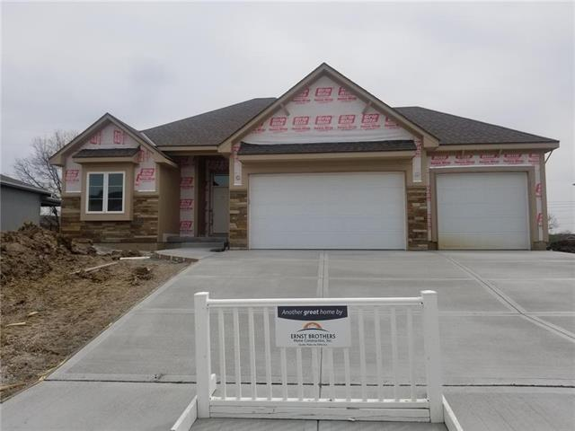 8117 NW 89th Terrace, Kansas City, MO 64153 (#2146841) :: House of Couse Group