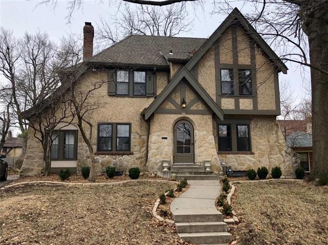 431 W 70th Street, Kansas City, MO 64113 (#2147267) :: Edie Waters Network