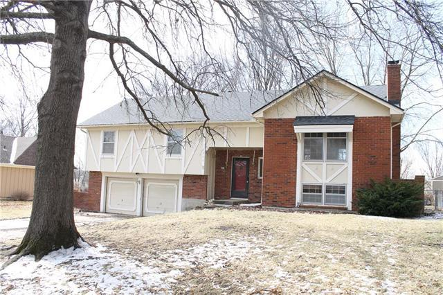 106 Johnston Parkway, Raymore, MO 64083 (#2147545) :: No Borders Real Estate