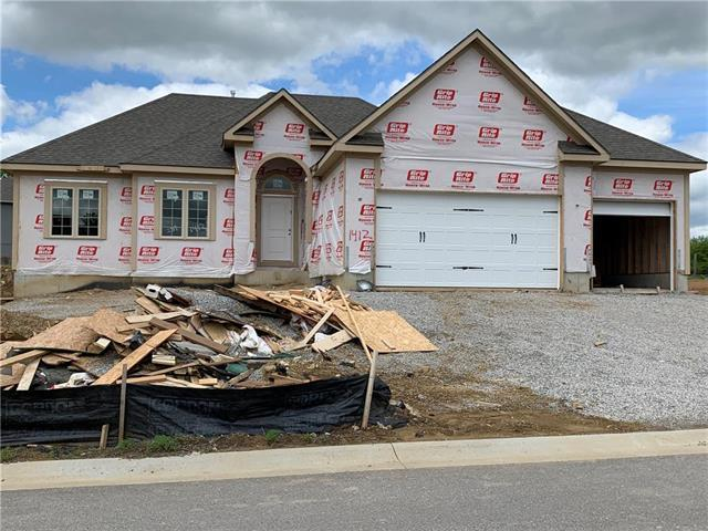 1412 Red Oak Court, Grain Valley, MO 64029 (#2148280) :: House of Couse Group