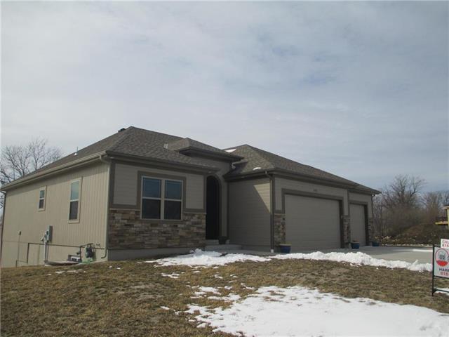 2420 Dry Creek Drive, Harrisonville, MO 64701 (#2149954) :: The Shannon Lyon Group - ReeceNichols