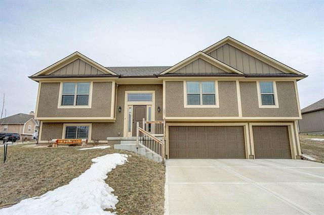 1001 SW Redbud Circle, Oak Grove, MO 64075 (#2150356) :: House of Couse Group