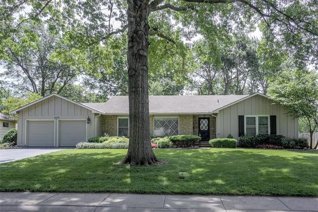 9939 Foster Street, Overland Park, KS 66212 (#2151036) :: House of Couse Group