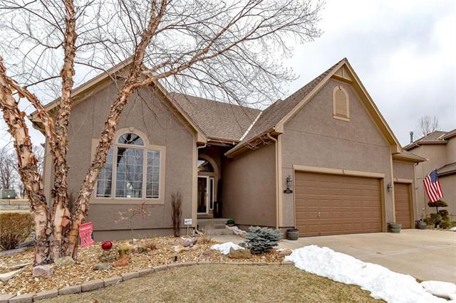 14800 S Glen Eyrie Street, Olathe, KS 66061 (#2151084) :: The Gunselman Team