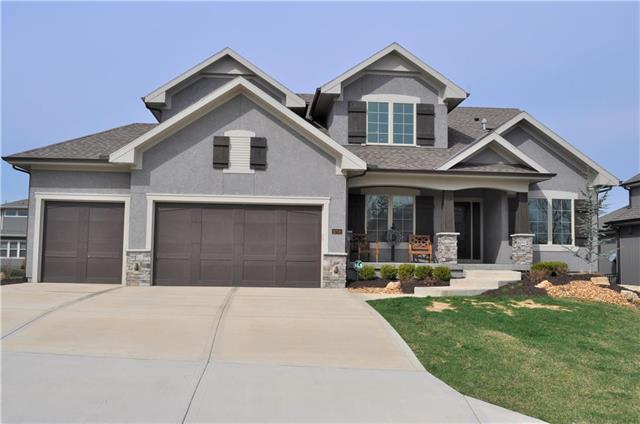 9708 Shady Bend Circle, Lenexa, KS 66227 (#2151708) :: Edie Waters Network