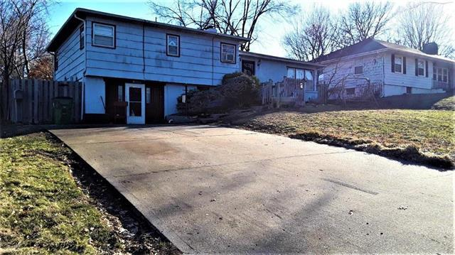9913 E 77th Terrace, Raytown, MO 64138 (#2151731) :: House of Couse Group
