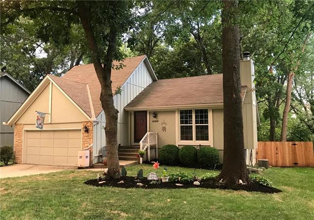 14004 Summertree Lane, Olathe, KS 66062 (#2151940) :: Edie Waters Network