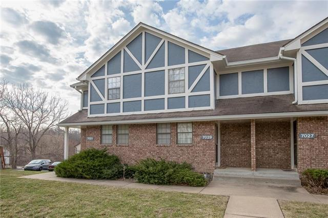 7029 NW Fisk Court, Kansas City, MO 64151 (#2152539) :: House of Couse Group