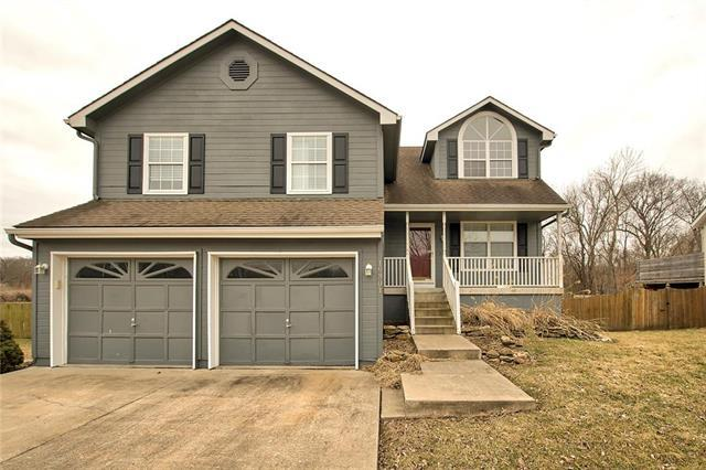 19301 E 34th Terrace, Independence, MO 64057 (#2152885) :: Edie Waters Network