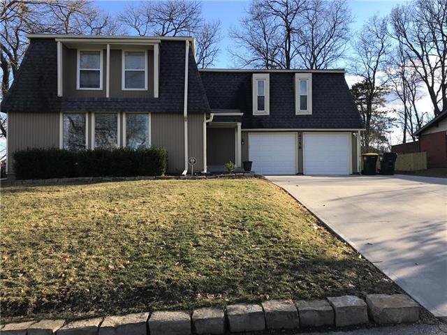 4758 Black Swan Drive, Shawnee, KS 66216 (#2152985) :: House of Couse Group