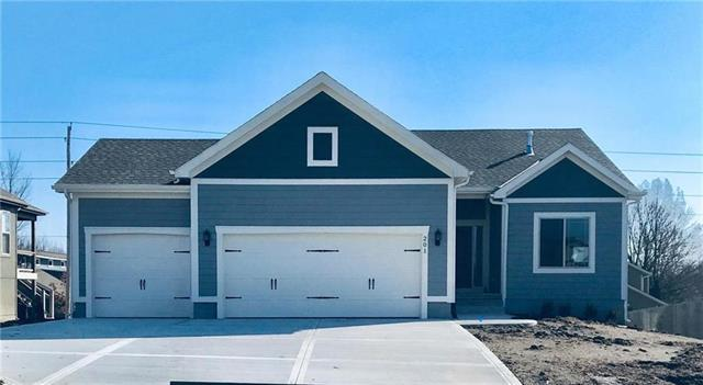 201 N Eastglen Drive, Raymore, MO 64083 (#2153024) :: House of Couse Group