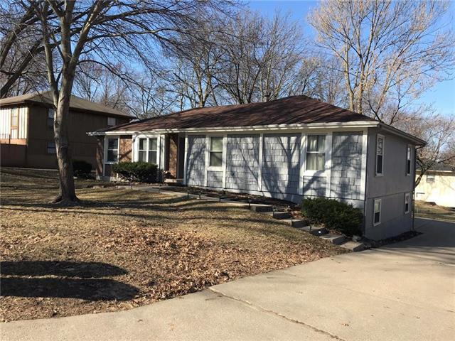 2520 N 73rd Place, Kansas City, KS 66109 (#2153387) :: House of Couse Group