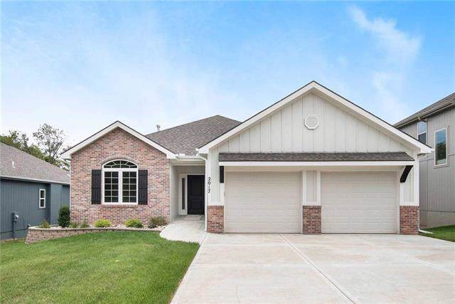 2017 W Springs Way Street, Excelsior Springs, MO 64024 (#2153420) :: The Shannon Lyon Group - ReeceNichols