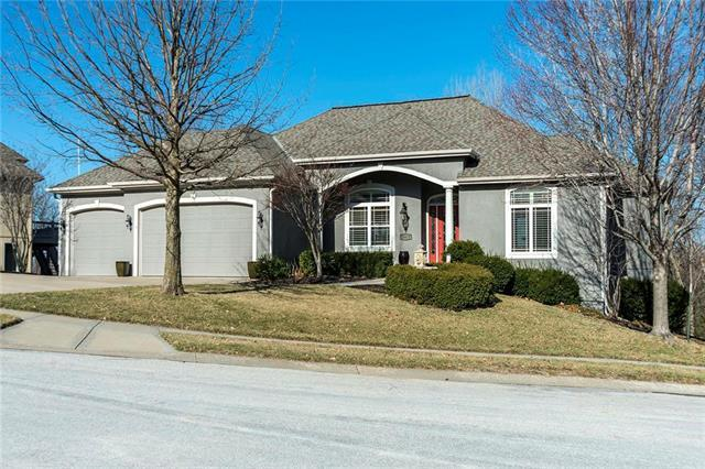 10427 River Hills Place, Parkville, MO 64152 (#2153425) :: Edie Waters Network