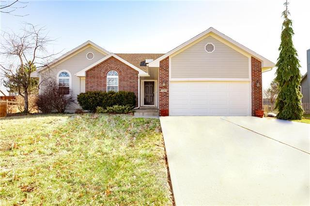 329 SE Canterbury Lane, Lee's Summit, MO 64063 (#2153475) :: House of Couse Group