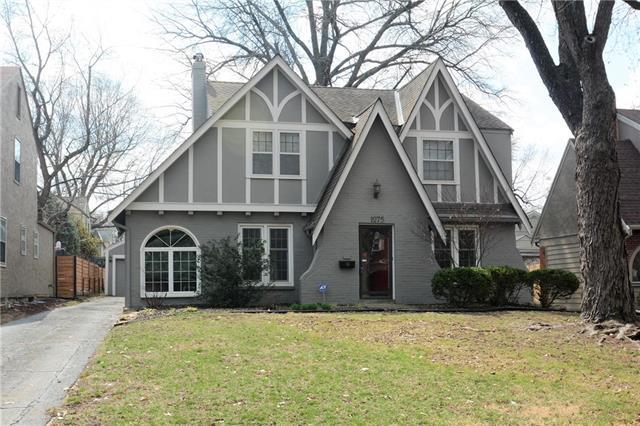 1275 W Gregory Boulevard, Kansas City, MO 64114 (#2153513) :: House of Couse Group