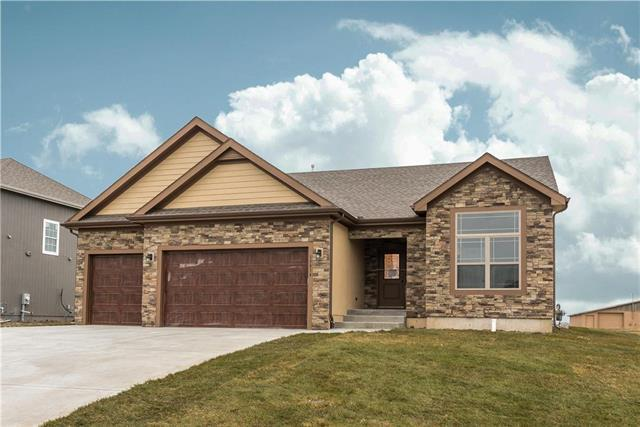 4733 Lakecrest Drive, Shawnee, KS 66218 (#2153645) :: The Gunselman Team