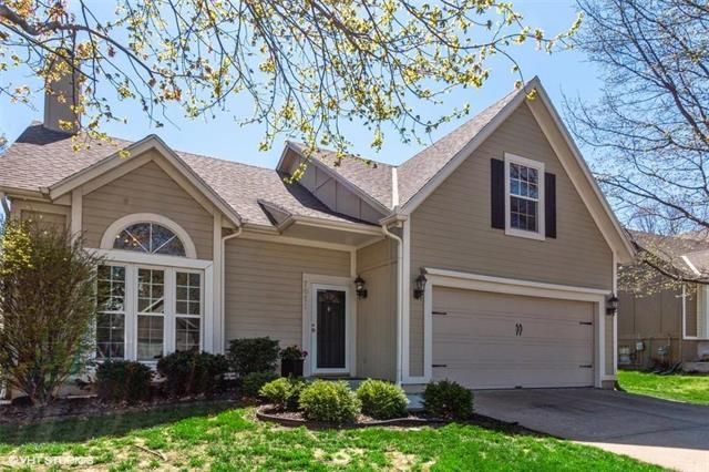 7611 W 155TH Street, Overland Park, KS 66223 (#2154141) :: House of Couse Group