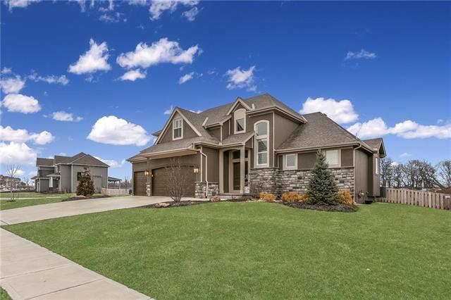 16503 S Parkwood Street, Olathe, KS 66062 (#2154326) :: House of Couse Group