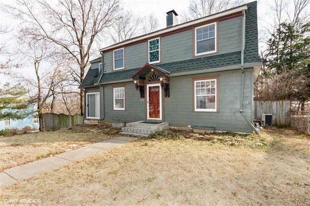 807 E 86th Terrace, Kansas City, MO 64131 (#2154377) :: House of Couse Group
