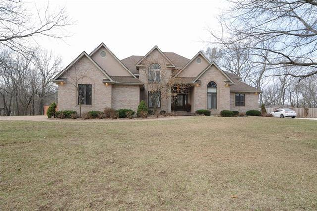 1404 NW Arrowhead Trail, Blue Springs, MO 64015 (#2154761) :: House of Couse Group