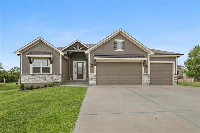20917 Larkspur Drive, Peculiar, MO 64078 (#2155037) :: House of Couse Group