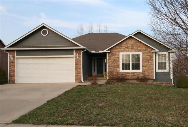 2225 Hidden Valley Drive, Tonganoxie, KS 66086 (#2155439) :: House of Couse Group
