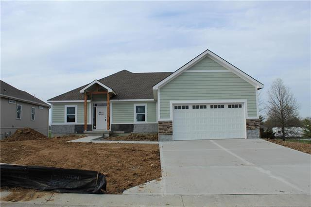 512 NW Bailey Drive, Grain Valley, MO 64029 (#2155770) :: House of Couse Group