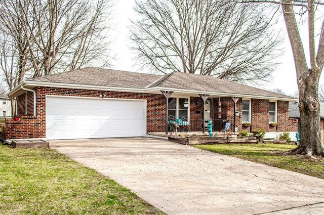 11904 E 55th Street, Kansas City, MO 64133 (#2155925) :: House of Couse Group