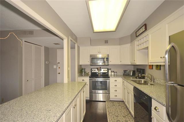 4545 Wornall Road #403, Kansas City, MO 64111 (#2156588) :: Team Real Estate