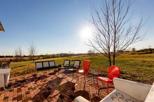 7440 W 327 Street, Louisburg, KS 66053 (#2157264) :: The Shannon Lyon Group - ReeceNichols