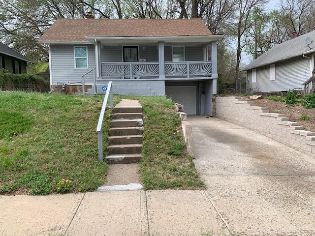 2904 E 69TH Street, Kansas City, MO 64132 (#2157440) :: Eric Craig Real Estate Team