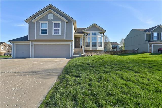 19479 W 207th Terrace, Spring Hill, KS 66083 (#2157485) :: House of Couse Group