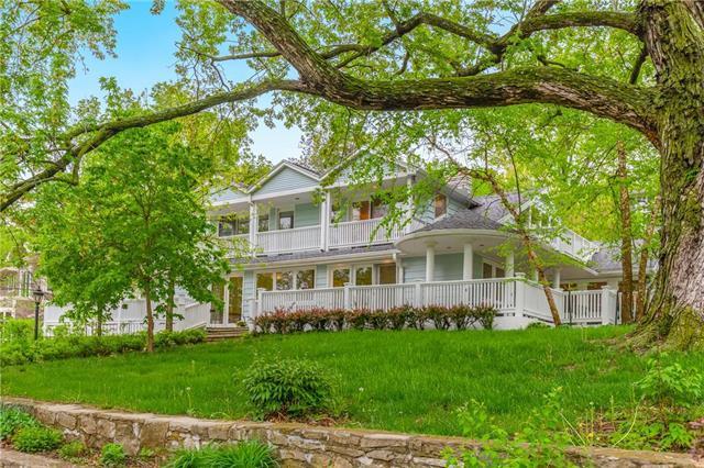 570 W Lakeshore Drive, Lake Quivira, KS 66217 (#2158287) :: House of Couse Group