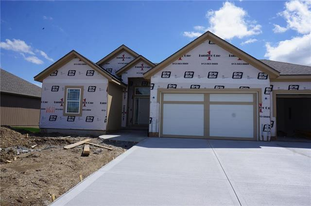 1611 SW Blackstone Place, Lee's Summit, MO 64082 (#2158342) :: House of Couse Group