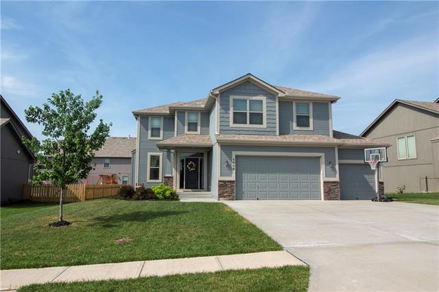 1009 Bellflower Lane, Greenwood, MO 64034 (#2158568) :: Edie Waters Network