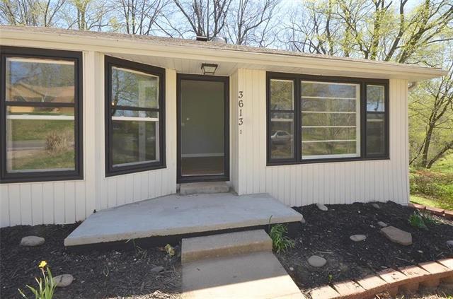 3613 N Holmes Street, Kansas City, MO 64116 (#2159119) :: House of Couse Group