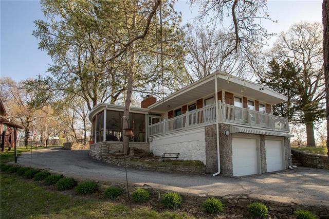 436 NW North Shore Drive, Lake Waukomis, MO 64151 (#2159296) :: House of Couse Group